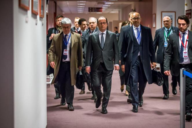 François Hollande, le président français, s'apprète à donner une conférence de presse à  la fin de la première journée du Sommet des chefs d'Etat et de gouvernement au Conseil européen à Bruxelles, Belgique, jeudi 17 mars 2016.