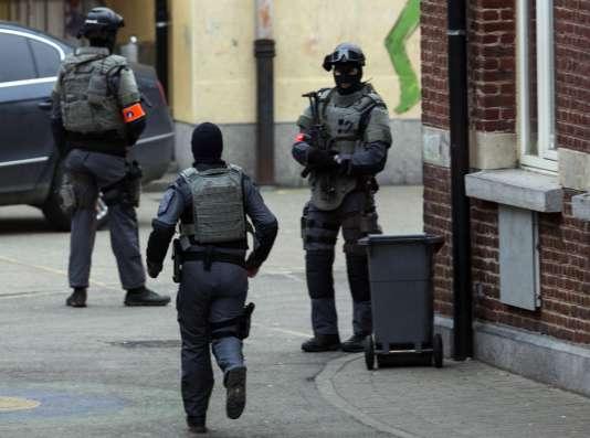 Opération de police à Molenbeeck, en Belgique, où Salah Abdeslam a été arrêté le 18 mars.