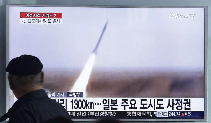 Diffusion d'un tir de missile nord-coréen à la télévision sud-coréenne.