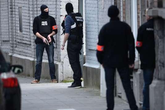 La perquisition de Forest, une commune bruxelloise, mardi 15 mars.