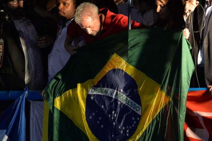 Luiz Inacio Lula da Silva participe à un metting d'unionistes et de membres du Parti Travailleur (PT) à Sao Paolo, le18 mars 2016.