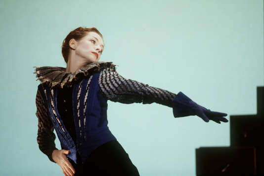 """Isabelle Huppert dans """"Orlando"""" mis en scène par Bob Wilson à l'Odéon-Théâtre de l'Europe à Paris."""