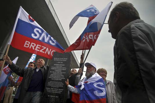 Des militants du parti d'extrême droite slovaque SNS à Komarno, le 4 juin 2010.