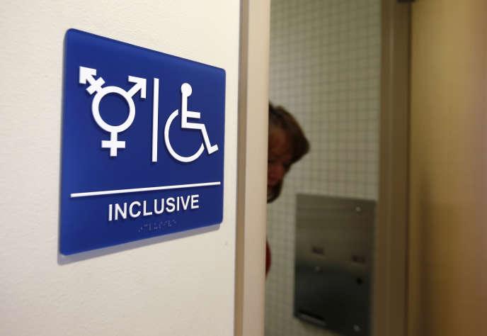 Des toilettes non genrées à l'université d'Irvine, en Californie, en septembre 2014.