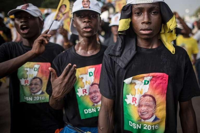 Des supporters du président Denis Sassou-Nguesso, à Brazzaville le 18 mars.