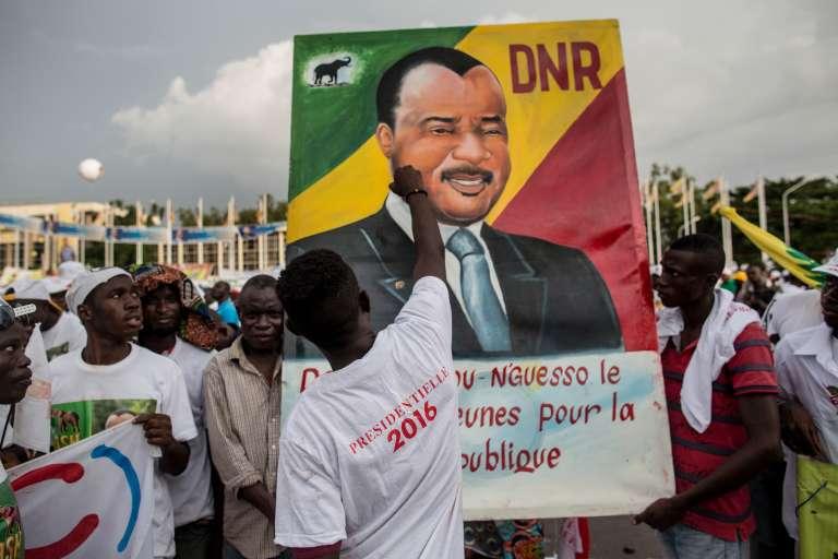Des partisans du président-candidat Denis Sassou Nguesso réunis grâce au réseau serré d'associations de quartier liées au pouvoir, par notamment le Parti congolais du travail, l'ex-parti unique.