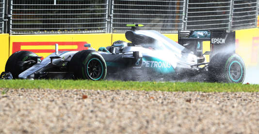 Mercedes driver Nico Rosberg of Germany steers his car during the second practice session at the Australian Formula One Grand Prix at Albert Park in Melbourne, Australia, Friday, March 18, 2016. The season's opening race will be held here on Sunday March 20. (AP Photo/Rob Griffith)