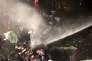 """La police antiémeutes utilise du gaz et des canons à eau pour disperser les manifestants qui protestent devant le siège du journal quotidien """"Zaman"""", à Istanbul, le 5 mars."""