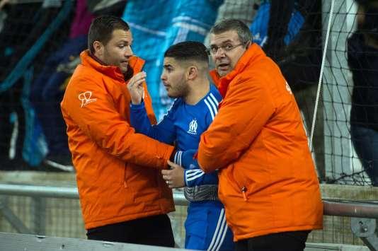 Les stadiers ont eu fort à faire pour contenir les ardeurs des supporteurs marseillais, excédés par les résultats de leur club.