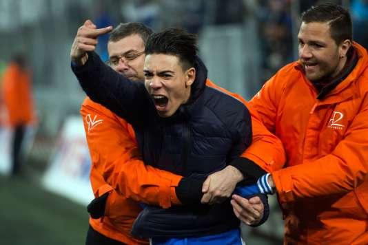 Un supporteur de l'OM vendredi lors du match Marseille-Rennes.