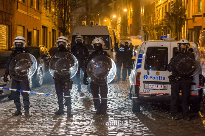 Intervention de la police belge à Molenbeek vendredi 18 mars.