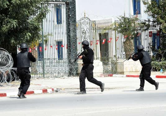 L'intervention des militaires lors de l'attaque du musée du Bardo à Tunis, le 18 mars 2015.