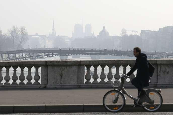 Dans la capitale, 1,5million de personnes respirent un air très pollué, avec des pics en particulier au printemps. Un arrêté devrait désormais faciliter les mesures d'urgence.