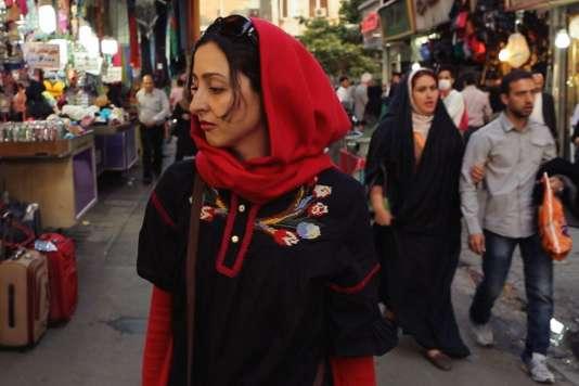 """La compositrice et musicienne Sara Najafi dans """"No Land's Song"""", d'Ayat Bajafi."""