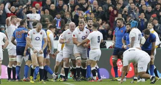 Les Anglais exultaient après l'essai de Dan Cole, samedi 19 mars 2016, au Stade de France.