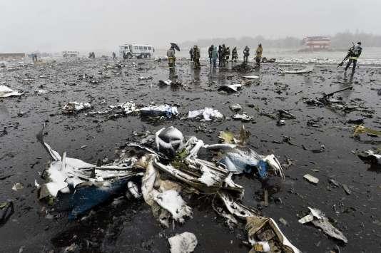 Les débris du Boeing de FlyDubai qui s 'est écrasé à Rostov-sur-le-Don ont été dispersés sur plus d'un kilomètre.