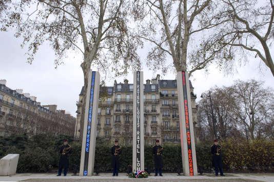 Le mémorial du quai Branly, à Paris, inauguré le 5 décembre 2002,commémore les victimes de la guerre d'Algérie et des combats en Tunisie et au Maroc.