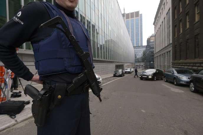 Le 19 mars, devant le siège de la police fédérale belge, à Bruxelles.