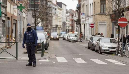 Le 19 mars à Molenbeek, où Salah Abdeslam a été arrêté la veille. Plusieurs personnes sont encore recherchées en Belgique dans le cadre de l'enquête sur les attentats du13novembre.