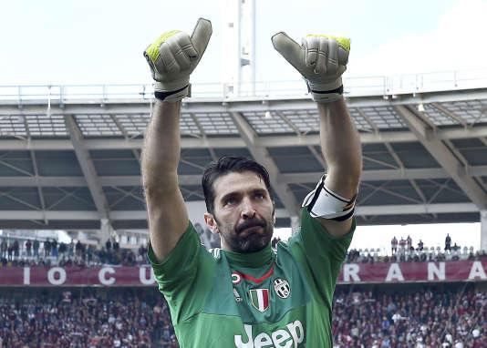 Gianluigi Buffon a battu dimanche20mars le record d'invincibilité en Serie A et l'a porté à 973minutes, avant d'encaisser un penalty dans le derby face au Torino.