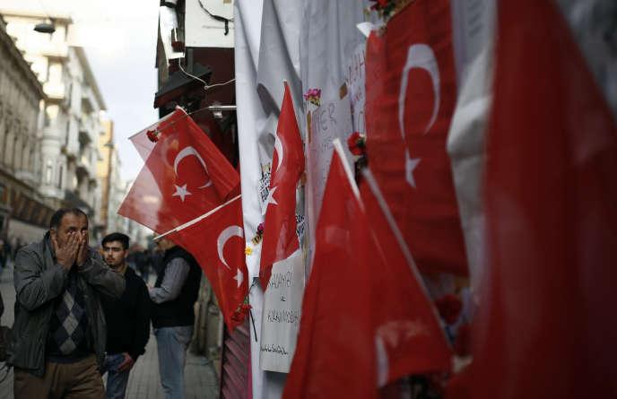 Sur le site de l'explosion, dimanche 20 mars, à Istanbul.