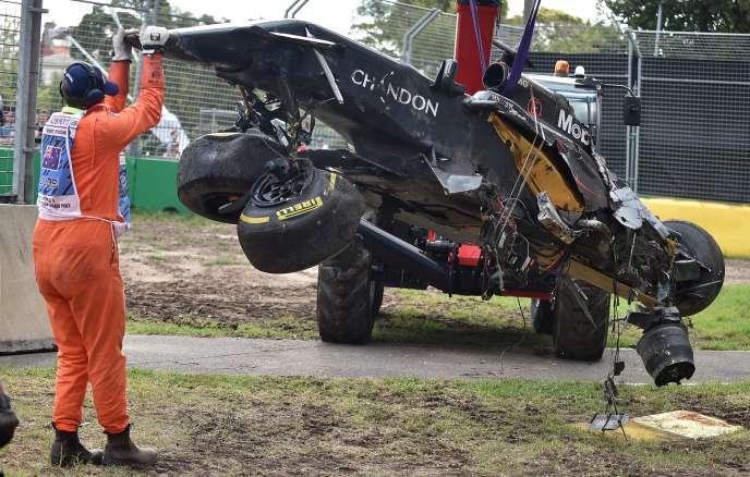 Ce qui restait de la McLaren-Honda de Fernando Alonso après son accident à Melbourne (Australie) dimanche 20 mars.