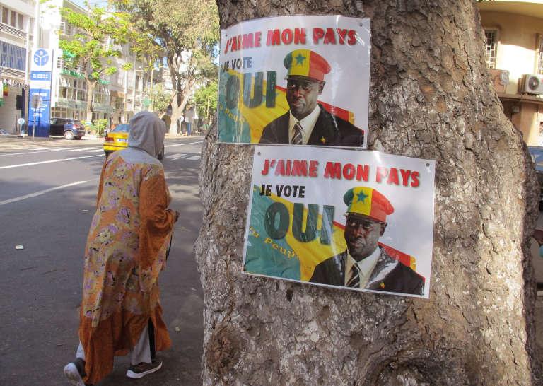 """Affiche en faveur du """"oui"""" au référendum organisé le 20 mars 2016 sur la réforme de la Constitution au Sénégal."""