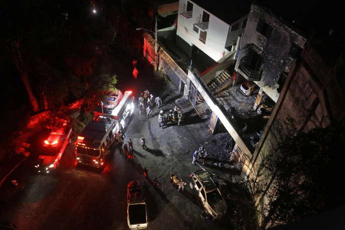 Un avion de tourisme transportant 7 personnes s'est écrasé sur un immeuble à Sao Paulo, au Brésil, samedi 19 mars.
