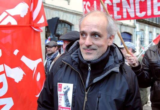 Philippe Poutou, lors d'une manifestation des employés de Brittany Ferries pour sauver leurs emplois, le 23 novembre 2013 à Morlaix.