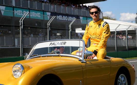 Le pilote britannique de Renault Jolyon Palmer lors de la parade, avant la première course de la saison, le 20mars à Melbourne.