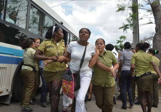 Dimanche 20 mars, plusieurs dizaines de militants du mouvement dissident des «Dames en blanc» ont été arrêtés à l'issue de leur procession dominicale à LaHavane, peu avant l'arrivée de Barack Obama à Cuba.