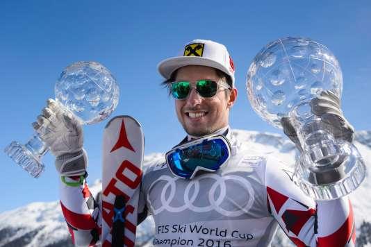 Marcel Hirscher le 20 mars à SAint Moritz après sa victoire.   / AFP / FABRICE COFFRINI
