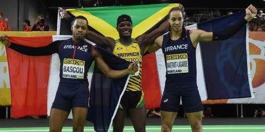 Le Jamaïquain Omar McLeod, entouré des Français Dimitri Bascou et Pascal Martinot-Lagarde, dimanche 20 mars, à Portland.