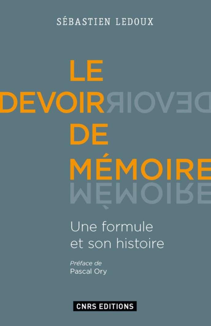 «Le Devoir de mémoire, une formule et son histoire», de Sébastien Ledoux (CNRS Editions, 368p., 25euros).