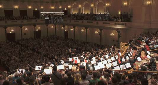 """Le Royal Concertgebouw Orchestra dans le documentaire néerlandais d'Heddy Honigmann, """"Royal Orchestra""""."""