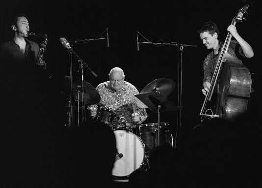 Trio de Daniel Humair : Vincent Lê Quang (saxophone), Daniel Humair (batterie) et Stéphane Kerecki (contrebasse).