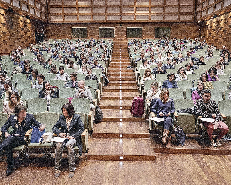 En mai 2014, un concours organisé par la direction régionale de l'eau de Toscane se déroule dans l'auditorium d'une banque florentine.
