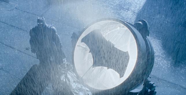 """Après avoir joué un assez piètre Daredevil en 2003, Ben Affleck incarne désormais le chevalier noir dans la force de l'âge. Il a également revêtu le costume de Superman dans """"Hollywoodland""""."""