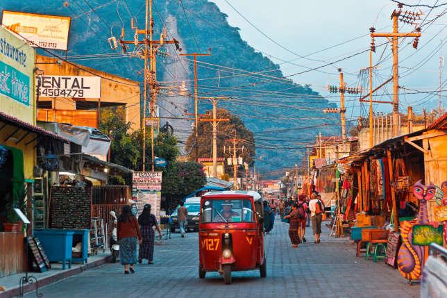 La ville de Panajachel, la plus grande commune de la région, attire pour ses boutiques.