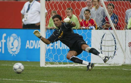 Gianluigi Buffon, en 2003, face au FC Barcelone.