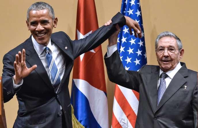 Barack Obama et Raul Castro ont fait une apparition conjointe devant la presse débutée par des plaisanteries mais agrémentée de moments de tension.