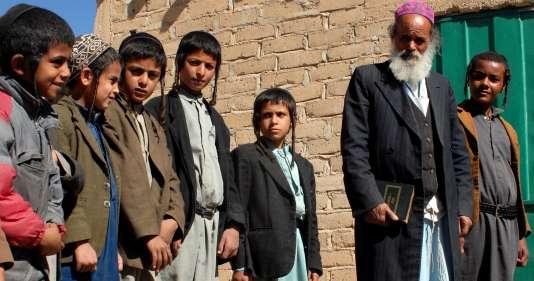 Une cinquantaine de juifs vivent encore au Yémen, dont une quarantaine à Sanaa, à proximité de l'ambassade des Etats-Unis et sous la protection des autorités yéménites.