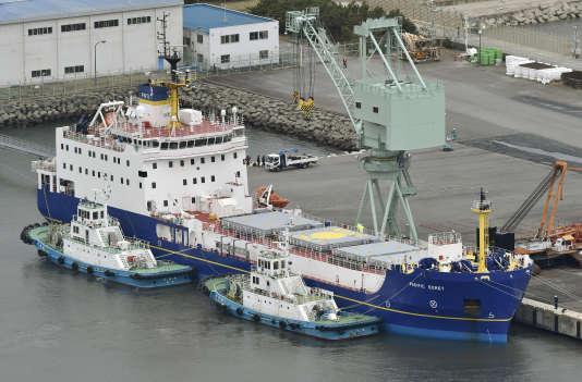 Le «Pacific-Egret», un des deux navires britanniques arrivés lundi 21 mars au Japon, dans le port de Tokai, au nord-est de Tokyo. Une cargaison de 331 kg de plutonium doit être transportée vers les Etats-Unis.