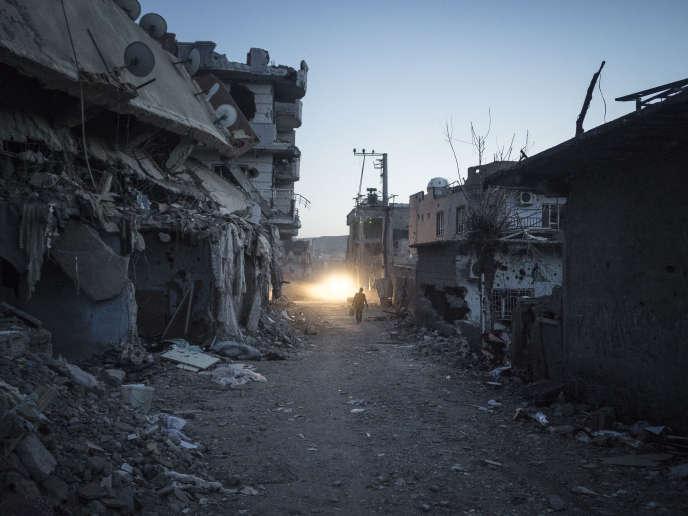 Après deux mois et demi d'un strict couvre-feu et de violents combats, mercredi 2 mars 2016, les autorités turques ont permis à la population de regagner la ville de Cizre, dont plusieurs quartiers sont en ruine.