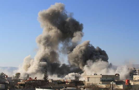 Les forces du régime bombardent Daraya, le 5 février 2015.