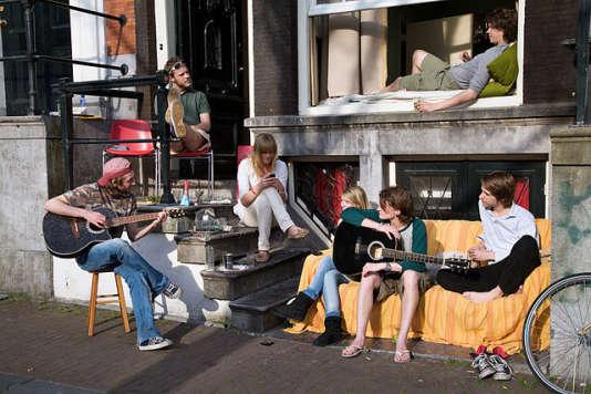 Jeunes musiciens d'Amsterdam vivant en commune - Photo Jorge Royan CC BY-SA 3.0