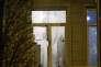 Une fenêtre de l'appartement où a été arrêté Salah Abdeslam à Bruxelles le 18 mars 2016.