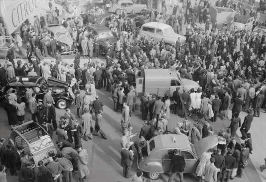 La 2 CV fourgonnette présentée au Salon de l'automobile de Paris en 1950.