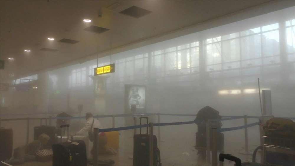 Dans le grand hall des départs de l'aéroport de Zventem, après les explosions.