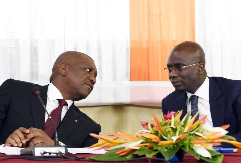 Le ministre de l'intérieur ivoirien Ahmed Bakayoko et le procureur de la République Christophe Adou Richard lors d'une conférence de presse à Abidjan le 22 mars 2016.